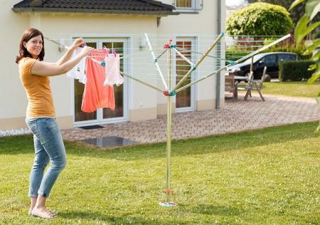 Уличная сушилка для одежды зонтичного типа